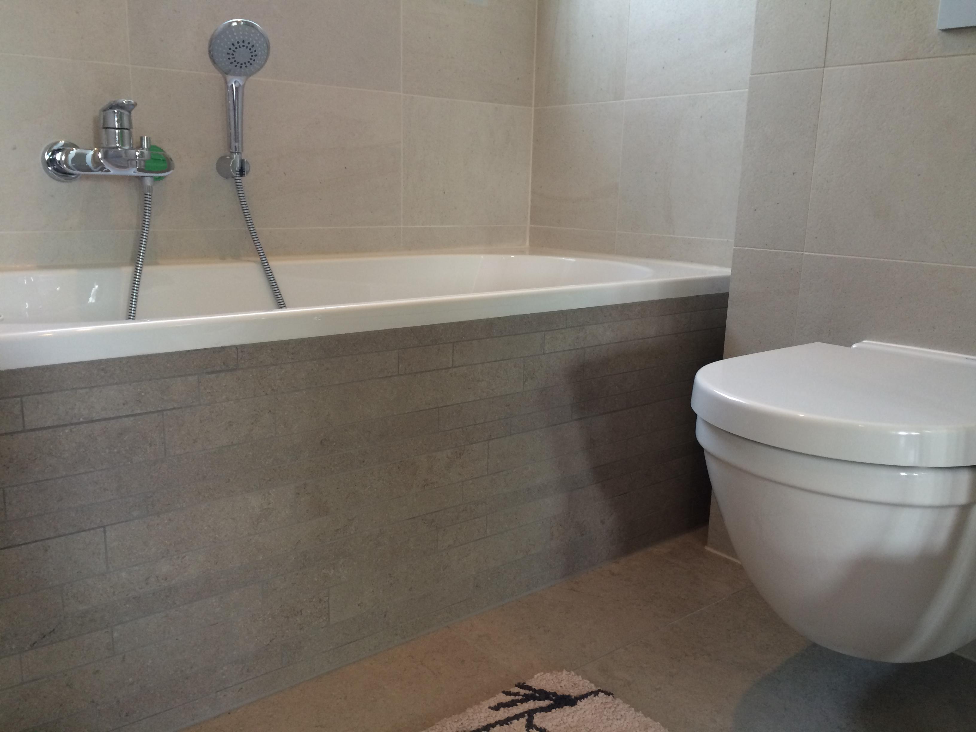 Badkamer afwerking bad - Mozaiek blauwe bad ...